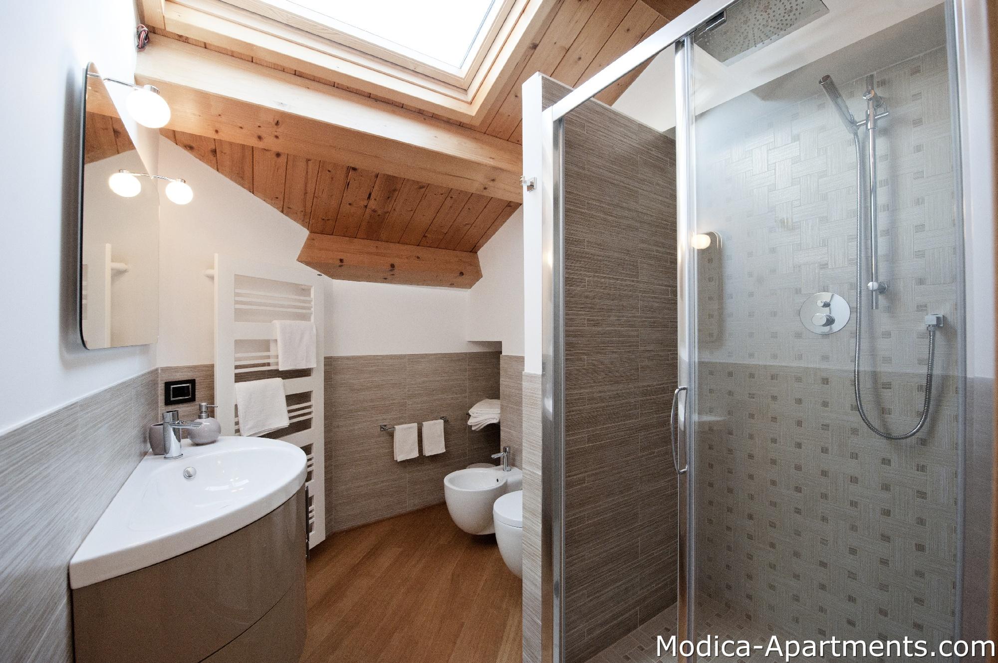 Giulietta apartments for rent in sicily modica for Bagni arredati immagini